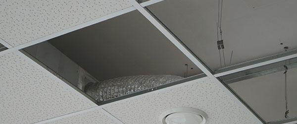 installazione del soffitto di aerazione