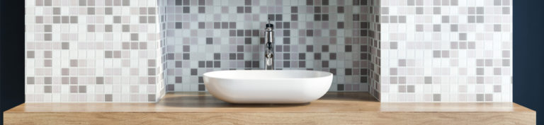 Salle de bain PMR : douche, norme d'aménagement