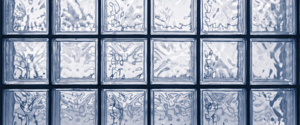mur brique verre