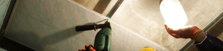 Lambris PVC plafond : comment et à quel prix poser du PVC au plafond ?